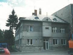 administrativní budova před rekonstrukcí v bývalém areálu společnosti